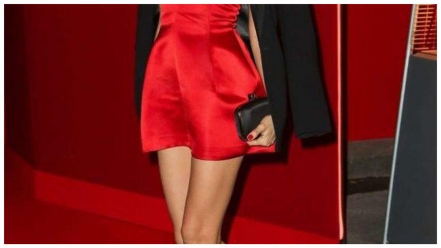 sta obuci preko crvene haljine